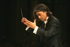 Kent Nagano (22/11/1951 - ) Nagano, Opera Singers, Im Back, Conductors, Classical Music, Leadership, Singing, World, Musicians