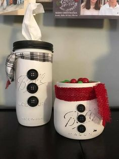 Mason Jar Crafts – How To Chalk Paint Your Mason Jars - Mimicrop Mason Jar Christmas Crafts, Homemade Christmas Gifts, Holiday Crafts, Christmas Diy, Christmas Decorations, White Christmas, Mason Jar Gifts, Mason Jar Diy, Mason Jar Snowman