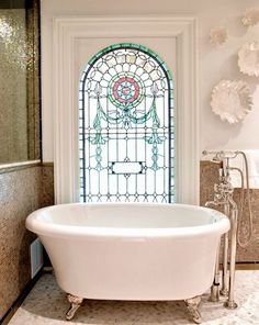 belle maison: Home Tour: Victorian Meets Modern GORGEOUS stained glass window by the tub, I want! Leaded Glass, Stained Glass Art, Stained Glass Windows, Mosaic Glass, Victorian Stained Glass Panels, Mosaic Mirrors, Window Glass, Mosaic Wall, Pink Tub