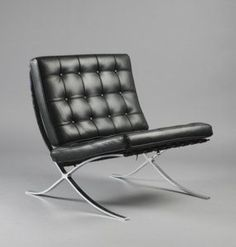 Ludwig Mies van der Rohe Barcelona, Model No. Mies van der Rohe created simple pieces that were not meant to fill the space, rather to utilize it. Vintage Furniture, Cool Furniture, Modern Furniture, Furniture Design, Furniture Market, Bauhaus Furniture, Furniture Plans, Design Bauhaus, Farnsworth House