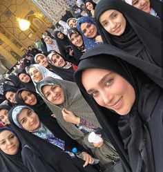A woman who is divorced by her husband has to wait (at least) 3 monthly periods and a woman whose husband died has to wait (at least) 4 months and 10 days before they can marry again. Beautiful Iranian Women, Beautiful Hijab, Arab Girls Hijab, Muslim Girls, Hijabi Girl, Girl Hijab, Niqab, Habiba Da Silva, Persian Beauties