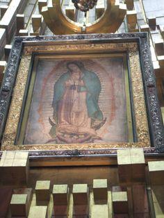 La Virgin de Guadalupe en La Basilica de Guadalupe, Cuidad de Mexico