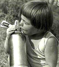 Te is ittál így szódát? Retro Kids, Socialism, Communism, Budapest, My Childhood Memories, Hungary, Old Photos, Techno, Retro Vintage