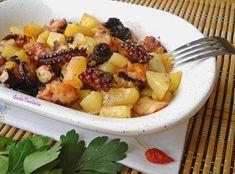 Polpo e patate al forno è un piatto semplice, poco impegnativo, molto gustoso, è un secondo piatto già completo di contorno che piacerà a tutta la famiglia.