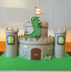 Tarta castillo del dinosaurio de George