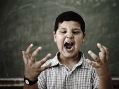 A maioria de nós tem um lado dominante e um que não é muito útil quando se trata de tarefas diárias. Quando as pessoas fazem um esforço para usar a sua mão não-dominante para as tarefas diárias, os seus níveis de raiva caem sensivelmente ao longo de várias semanas.