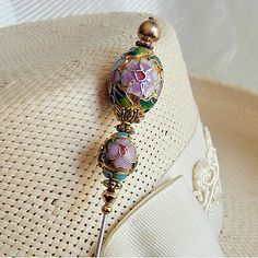 Old Jewelry, Jewelry Crafts, Jewelery, Hijab Pins, Fancy Hats, Stick Pins, Sewing Accessories, Handmade Beads, Pin Cushions