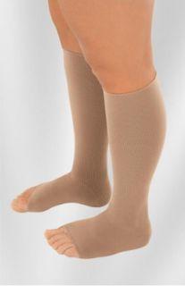 Menor tempo de uso de meias de compressão pode ser adequado para alguns pacientes com trombose venosa profunda