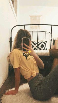 Poses Facing the Mirror - Auflorie - Poses Facing the Mirror – Auflorie - Cute Instagram Pictures, Instagram Pose, Cute Photos, Instagram Profile Picture Ideas, Tumblr Photography Instagram, Tumblr Profile Pics, Insta Pictures, Instagram Girls, Poses For Pictures