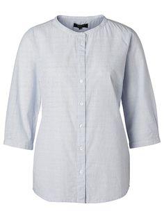 Selected Femme - Regular fit - 100 % Baumwolle - China-Kragen - Komplette Knopfblende - Gestreift - 3/4-Ärmel - Weiche Qualität. Das Model ist 179 cm und trägt Größe M/38.  Der China-Kragen ist einer der größten Trends in diesem Sommer. Dieses lässige, gestreifte Hemd mit 3/4-Ärmeln ausgestattet. Das Hemd ist leicht und verströmt eine sommerliche Frische. Styling-Tipp: Zu diesem Hemd passt perf...