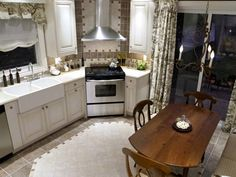 Create your own divine kitchen with Candice Olson's top 10 kitchen design and decorating tips.