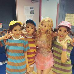 Girls Generation member Seohyun snaps a photo with Red Velvet members Seulgi, Wendy, and Yeri Red Velvet 衣装, Wendy Red Velvet, Red Velvet Irene, Kim Hyoyeon, Seohyun, Snsd, Seulgi, South Korean Girls, Korean Girl Groups