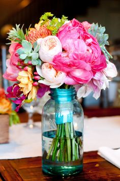 Love the bright colours in this bouquet.