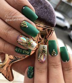 Must Try Incredible Fall Nail Art Design would be liked 3 Gem Nails, Bling Nails, Hair And Nails, Fall Nail Art Designs, Diy Nail Designs, Stylish Nails, Trendy Nails, Gold Glitter Nails, Luxury Nails