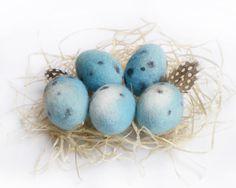 Oeufs de Pâques en laine feutrée, oeufs de rouge-gorge bleus déco printemps…