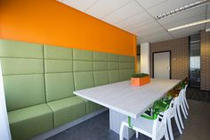 Bank bij GRM Expertises in Roosendaal.