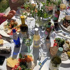 European Summer, Italian Summer, Think Food, Love Food, Summer Aesthetic, Aesthetic Food, Picnic Date, Snacks Für Party, Summer Dream