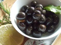Aceitunas marinadas de diferentes maneras Paella Party, Spanish Kitchen, Canapes, Chutney, Catering, Food And Drink, Appetizers, Snacks, Vegan