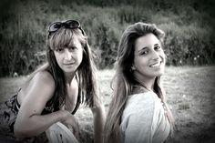 """Cumplicidade e Amizade... """"A amizade é feita de pedacinhos de carinho, um bocado de alegria e regada de muita cumplicidade!..."""" - Crisbalbueno — com Alexandra Silva e Sara Coito."""