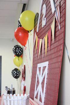 ~Blaize's Barnyard Party!~ - Re-Fabbed Diy Birthday Banner, Diy Banner, Farm Birthday, Birthday Ideas, Wheat Centerpieces, Simple Centerpieces, Farm Party Decorations, Birthday Decorations, Barn Parties