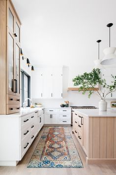 Home Decor Kitchen, Interior Design Kitchen, New Kitchen, Kitchen Decorations, Decorating Kitchen, Kitchen White, Modern Farmhouse Kitchens, Home Kitchens, Farmhouse Contemporary