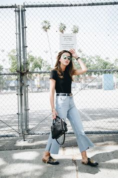 RARE PANTS - Lovely Pepa by Alexandra. Black t-shirt+flare cropped jeans+black fur slippers+black handbag+sunglasses+black Gucci belt. Summer Casual Outfit 2017