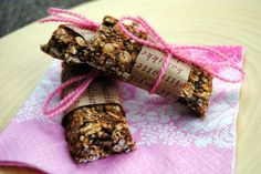 Healthy Granola Bars (sweetened only with banana!)