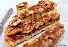 These are the most delicious Vegan Pecan Bars in the world, with a caramel pecan filling and shortbread crust. New Recipes, Holiday Recipes, Vegan Recipes, Vegan Facts, Pecan Bars, Vegetarian Desserts, Shortbread Crust, Caramel Pecan, Vegan Pizza
