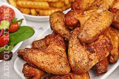 Aripioare la cuptor reteta perfecta! Aripioare de pui la cuptor crocante la exterior dar foarte suculente si gustoase. Aripioarele de pui se pot pregati in nenumarate moduri insa reteta de astazi este una speciala cu un ingredient pe care il gasesti mai des la prajituri sau produse de patiserie. Vorbim despre praful de copt, cel … The post Aripioare la cuptor reteta appeared first on Adygio Kitchen. Tandoori Chicken, Chicken Wings, Dishes, Ethnic Recipes, Youtube, Cooking, Tablewares, Youtubers, Dish