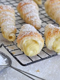 Cooking with Manuela: Italian Cream Stuffed Cannoncini (Puff Pastry Horns) # fancy Desserts Puff Pastry Desserts, Puff Pastry Recipes, Fancy Desserts, Italian Desserts, Italian Recipes, Puff Pastries, Italian Cookbook, Pastries Recipes, Gourmet Desserts