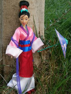 """Secret Message Mulan (mattel) in """"Honor to us All"""" outfit :-)   por illina86"""