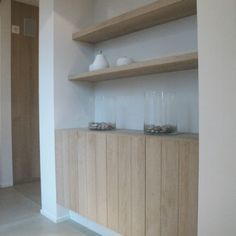 Some floating shelves in oak Decoration Buffet, Muebles Living, Wall Mounted Shelves, Drywall, Unique Furniture, Home Interior Design, Home And Living, Interior Inspiration, Floating Shelves