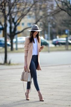Spring French Girl Casual Street Style Pale Pink Coat Dark Denim Jeans White T-Shirt Retro Grey Hat