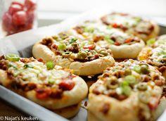 Luchtige lasagne broodjes | Kookmutsjes Cheesesteak, Baked Potato, Bread Recipes, Food And Drink, Pizza, Yummy Food, Snacks, Lunch, Cookies