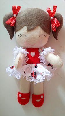 Maria Girafa Ateliê: boneca de feltro