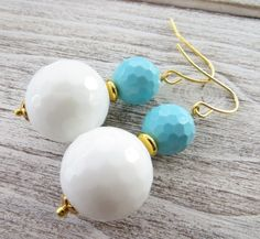 White agate earrings, turquoise earrings, round earrings, drop earrings, dangle earrings, stone earrings, gemstone jewelry, gioielli by Sofiasbijoux on Etsy