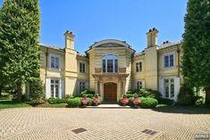 elegant residences, mega mansions, mansions for the rich, luxury homes for sale, elegant kitchens, luxury home rentals