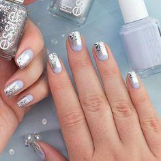 Fantastic Christmas Nails for This Holiday Season ★ See more: http://glaminati.com/fantastic-christmas-nails-holiday/