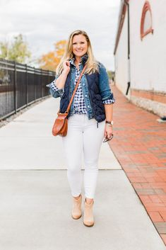 e3bb157912207 Cute casual white jeans outfit that is perfect for winter. Layering a jean  jacket with