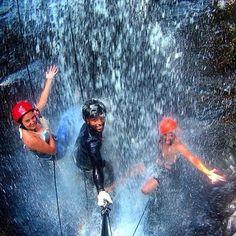 Nos gusta la gente que se moja en la vida!! #descensocañon #barranquismo #rappel #alquilar #gopro