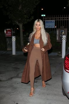 Kim Kardashian West enlists an army of clones to model Yeezy Season 6 Robert Kardashian, Kim Kardashian Yeezy, Kardashian Style, Kim Kardashian Blazer, Kardashian Photos, Kardashian Jenner, Fashion Killa, Look Fashion, Autumn Fashion