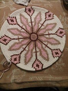 """Képtalálat a következőre: """"wayuu aztec motifs"""" Crochet Doily Rug, Tapestry Crochet, Crochet Chart, Crochet Stitches, Knit Crochet, Crochet Patterns, Crochet Handbags, Crochet Purses, Crotchet Bags"""