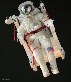 Astronauta exposto no Cité des Sciences et de l'Industrie: the biggest science museum in Europe, Parc de la Villete, em Paris, França 437, via Flickr.