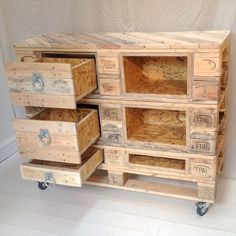 DIY Pallet Chest With Drawers This incredible way to reuse old pallets for this incredible pallet chest with drawers. Pallet…