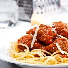 Spaghetti aux boulettes et à la sauce tomate – Ingrédients de la recette : 400 g de spaghetti