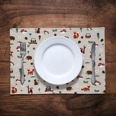 Set of 2 or 4 fabric placemats in woodland creatures print Fabric Placemats, Make And Sell, How To Make, Woodland Creatures, Dinner Table, Printed Cotton, Annie, Printing On Fabric, Cotton Fabric