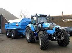Afbeeldingsresultaat voor blauwe tractoren op de weg