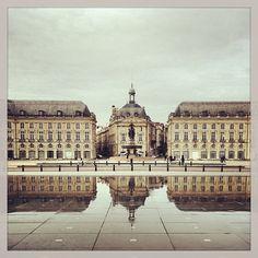 Place de la Bourse se refletant dans le mirroir, Bordeaux, France