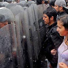 Una protesta contro il presidente Nicolas Maduro davanti al Consiglio Nazionale Elettorale, il 7 settembre. Le opposizioni hanno invitato a manifestare per chiedere un referendum per interrompere il mandato presidenziale di Maduro #Venezuela