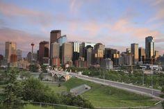 Calgary skyline at sunset, Alberta, Canada Banff National Park, National Parks, Beautiful World, Beautiful Places, Canada Travel, Canada Tourism, Western Canada, Great Western, Canadian Rockies